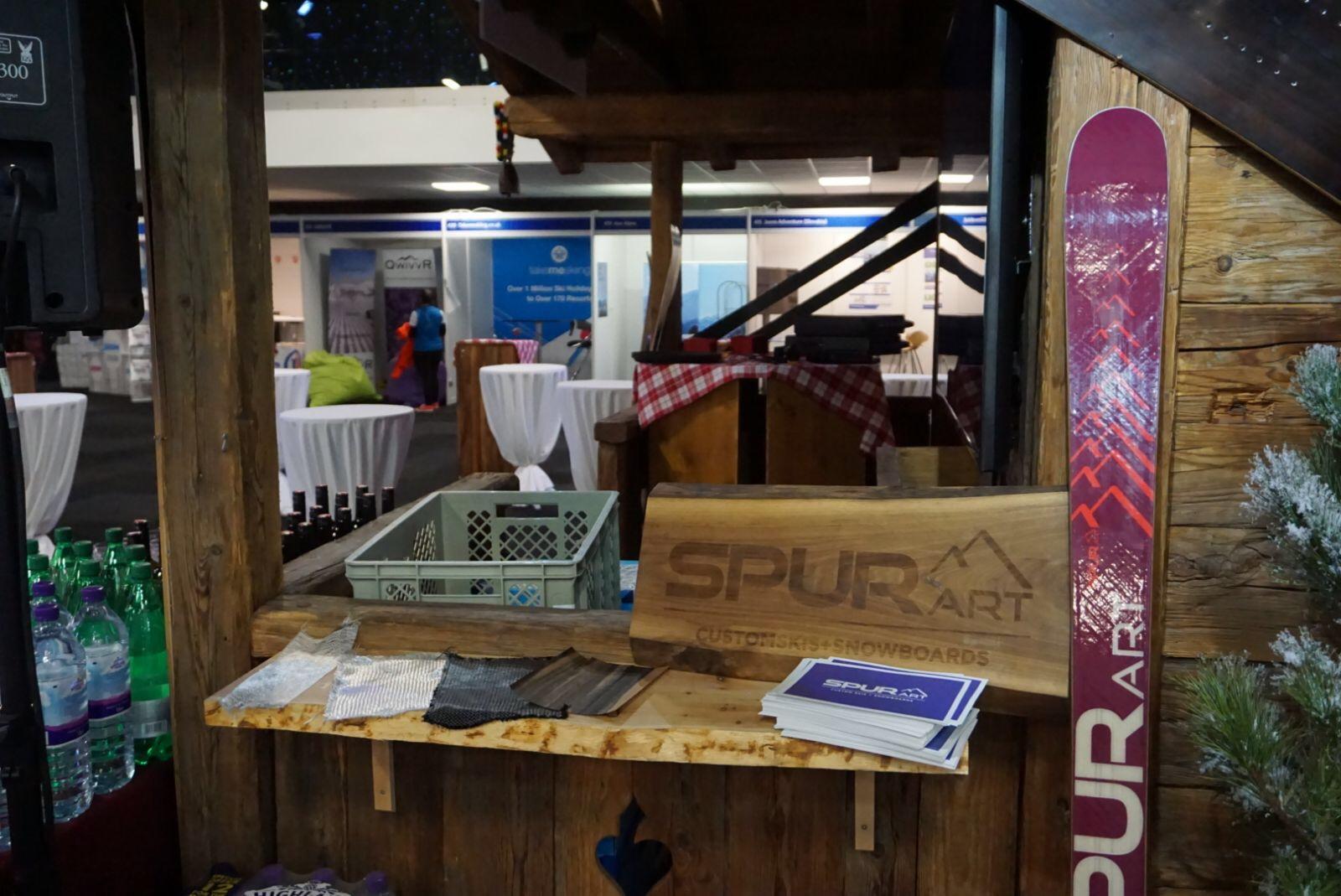 Der SPURart Messestand bei der Hütte der Tirol Werbung.